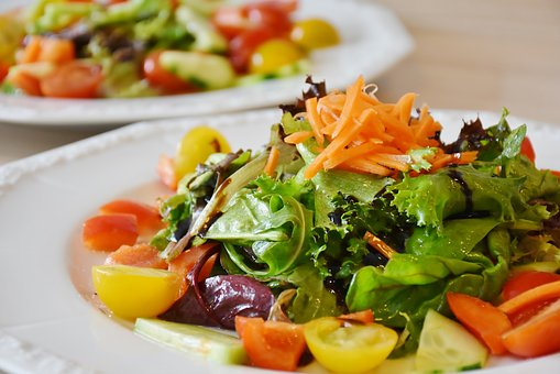 weight loss healthy eating vegetables in salad